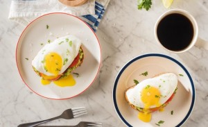 avacado-with-eggs