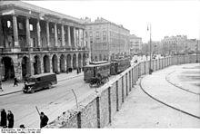220px-bundesarchiv_bild_101i-134-0791-29a_polen_ghetto_warschau_ghettomauer