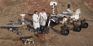PIA15279_3rovers-stand_D2011_1215_D521