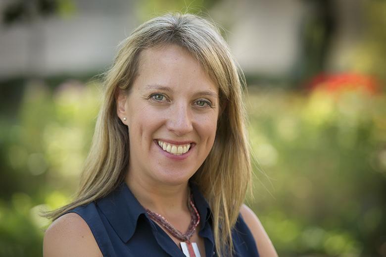Headshot of Kari Dunfield