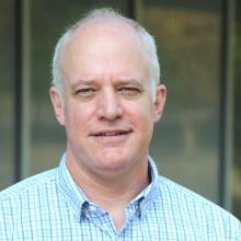 Headshot of Geoffrey Wood