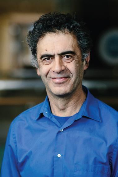Headshot of Davar Rezania