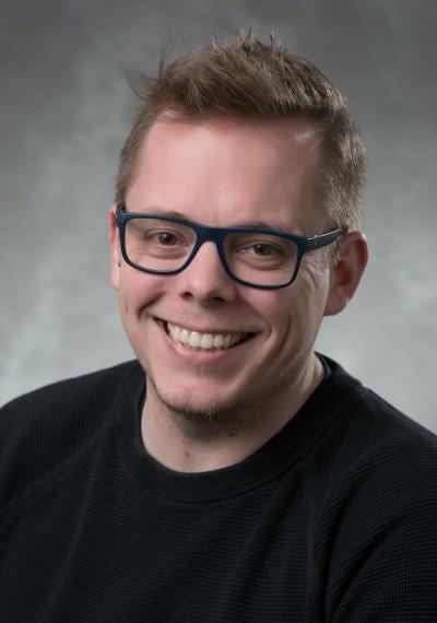 Headshot of Daniel Gillis