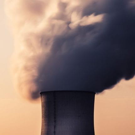 COVID-19 confinement leads to temporary reduction in daily global carbon dioxide emissions